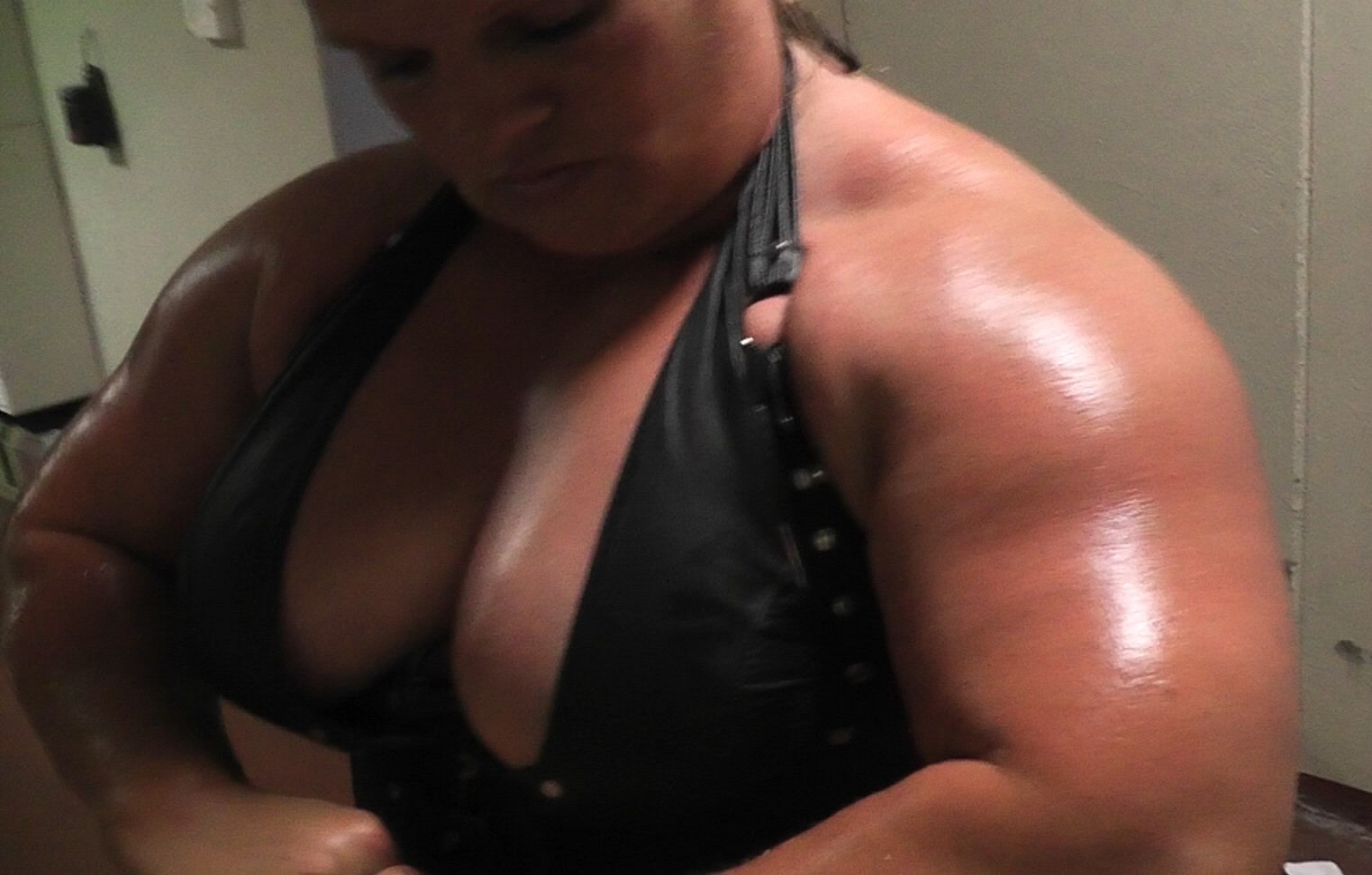 Anna Konda Female Muscles